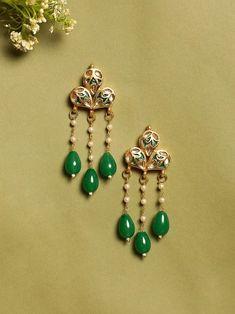 Gold Jhumka Earrings, Indian Jewelry Earrings, Jewelry Design Earrings, Gold Earrings Designs, Gold Jewellery Design, Ear Jewelry, Necklace Designs, Beaded Jewelry, Gold Jewelry