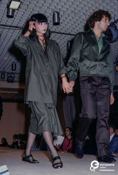 France, Paris, October Fashion show of Yves St. Laurent spring-summer 1978 women's ready-to-wear collection. 70s Fashion, Fashion History, Fashion Models, Fashion Show, Fashion Outfits, Japanese Models, Japanese Fashion, Christian Dior, Yves Saint Laurent