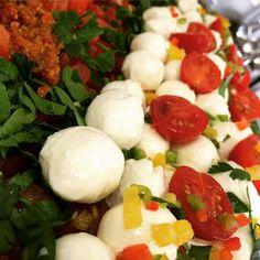 Tomatenragout mit Mini-Mozzarella Strauchtomaten-Pesto & Rucola #live #schöneswochenende