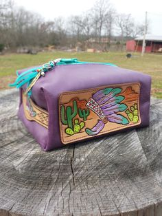 New Cheap Bags. Cowhide Purse, Tooled Leather Purse, Leather Tooling, Leather Purses, Leather Jewelry, Leather Craft, Handbag Accessories, Fashion Accessories, Boho Bags