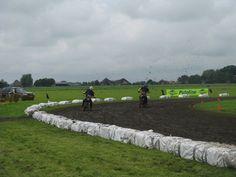 Afbeelding van http://www.classic50ccgrasbaanteam.nl/joomla/images/Foto/2xB.jpg.