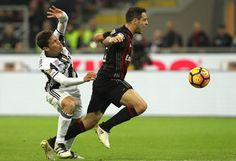 Giacomo Bonaventura (R) of AC Milan competes for the ball with Anderson Hernanes (L) of Juventus FC during the Serie A match between AC Milan and Juventus FC at Stadio Giuseppe Meazza on October 22, 2016 in Milan, Italy.