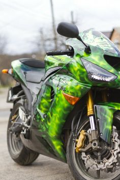 Airbrushing on Kawasaki Ninja ZX-6R 636| Green fire