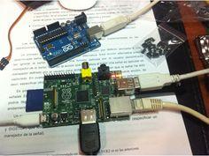 Aunque sea posible controlar servos via los pines GPIO de Raspberry Pi, el control es realmente pobre debido a que el sistema no genera una señal PWM directa y las variaciones de pulso pueden ser auténticamente salvajes