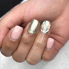 "209 Likes, 4 Comments - Liz Henson (@nails.byliz) on Instagram: ""These flowers . . . . #nails #gelnails #naturalnails #nailstagram #gelpolish #nailart…"""