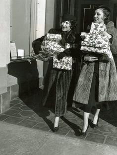 Gracie Allen shopping with her friend, Frances Drake in Old Hollywood Glamour, Hollywood Stars, Classic Hollywood, George Burns, Comedy Duos, Everyday Activities, Elizabeth Taylor, Drake, 1930s