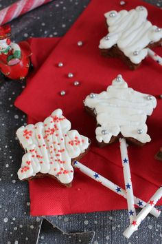 Étoiles magiques de noël {gâteau au chocolat; pralin, chantilly vanillée} - Aurore's bakery Bakery, Sugar, Cookies, Desserts, Blog, Battle, Sunrises, Advent, Bon Appetit