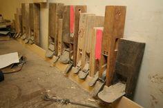 Variety of hand planes. Japanese Interior, Modern Interior, Shoji Doors, Woodworking Essentials, Japanese Woodworking Tools, Japanese Joinery, Shoji Screen, Wood Work, Screens