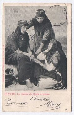 Egypte - La diseuse de bonne aventure 1909 Divine Tarot, Modern Egypt, Arabian Women, Egyptian Women, Legends And Myths, Old Egypt, North Africa, Vintage Photographs, Old Photos