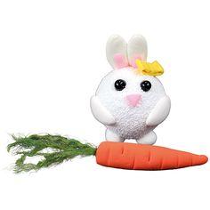 Helmi- ja silkkimassoista valmistetut pupu ja porkkana.