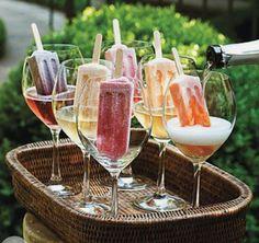 アイスキャンディーをドリンク に入れて  Um Brinde ao ultimo Domingo do Ano #domingo #verao #brinde #champanhe #picole
