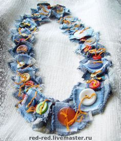 Jeans and buttons for necklace/ bracelet/belt? YEP and buttons for necklace/ bracelet/belt?Denim & Button Necklace - Break out the scraps. Other ideas for denim here as well.Jeans-This would be cute as a neckline on a blouse, poncho, dress etc. Fiber Art Jewelry, Textile Jewelry, Fabric Jewelry, Jewelry Art, Jewelry Design, Jewellery, Button Necklace, Fabric Necklace, Denim Crafts
