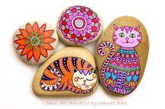 Hand Painted Stone Cat от ISassiDellAdriatico на Etsy