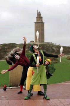 ¡#Carnaval! Arrancamos el día en la plaza de Lugo con los talleres infantiles, «showcooking» y las desgustaciones gratuitas enmarcadas dentro de las jornadas gastronómicas #LacónicasCoruña. Y ya por la tarde, a las 17.30h en la «Cidade deportiva da Torre» tendrá lugar la salida del desfile de Carrozas y Comparsas. Más información sobre #LacónicasCoruña» bit.ly/laconicas-not El programa de #Carnaval » bit.ly/entroidocoruna Foto: Xosé Castro 