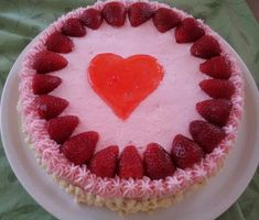 Valentine Desserts, Cute Desserts, Valentines, Ugly Cakes, Aesthetic Food, Pink Aesthetic, Having A Crush, Pretty Cakes, Cute Food