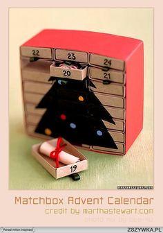 to jest kalendarz adwentowy. Można go zrobić z 14 pudełeczek od zapałek, z zrobionej wcześniej choineczki z papieru samoprzylepnego. I tak jak na obrazku piszemy na paczkach zapałek liczby (musi być pomieszana kolejność cyferek) i już taki prezencik dla dziecka :)