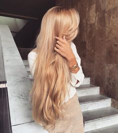 Everyone has a different hair color preference, but certainly the most sought-after color is the one and only: blonde. While going blonde might seem like the ideal hair color to choose for your nex… Hair Day, New Hair, Cheveux Beiges, Honey Blonde Hair, Golden Blonde Hair, Gold Blonde, Honey Colored Hair, Long Blond Hair, Brown Blonde