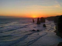 Les 12 apôtres sur la Great Ocean Road un des emblèmes de l'Australie. Le couché de soleil était merveilleux hier soir  #australie #australia #victoria #greatoceanroad #12apostles #12apotres #splendide #emblematic #landscape #amazing #view #sunset #frenchtraveler #whv #igtravel #instatravel by julie_thibaud http://ift.tt/1ijk11S