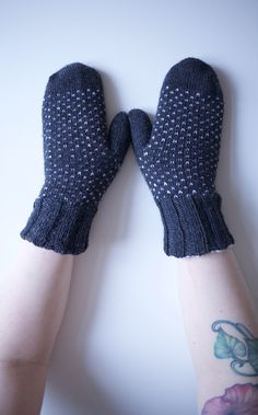 tuplalapaset kääntölapaset Gloves, Knitting, Winter, Fashion, Winter Time, Moda, Tricot, Fashion Styles, Breien