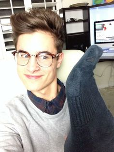 kianlawley can i hace your glasses...like umm now!!!