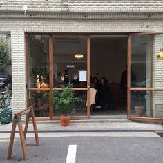 Luxury Home Decoration Ideas Code: 2274486885 Korean Coffee Shop, Cute Coffee Shop, Coffee Store, Coffee Shop Design, Cafe Design, Store Design, Retail Facade, Shop Facade, Cafe Interior