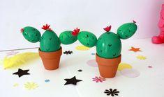 On ne se lasse pas des cactus dans nos intérieurs mais ceux que je vous propose aujourd'hui sont particuliers car pâques oblige ce sont les oeufs de poule qui sortent leurs épines , attention ça pique ;) !!!