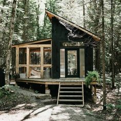 Airbnb Rentals, Cabin Rentals, Homestead Property, Small House Exteriors, Eco Cabin, Outdoor Toilet, Tiny Houses For Rent, Off Grid Cabin, Amazing Destinations
