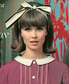 Todays 1960's hair & makeup inspiration.