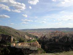 Preciosa #Cuenca que enamora y precioso tu trabajo @RubnAndrs  promoviendo su #turismo @paradores pic.twitter.com/KZuzqXbYf1