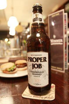 St Austell Proper Job es una de las cervezas inglesas mas premiadas en Inglaterra en los dos últimos años. Con 5,5º su tono amarillento, su estilo ALE y su sabor a lúpulo la convierten en otro éxito de los tiempos calurosos