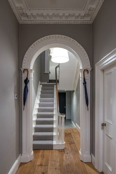 15 Victorian Hallway Interior Designs You'd Love To Have In Your Home 15 Victorian Hallway Interior Designs Youd Love To Have In Your Home The decoration of the house is like an exhibit spac. Victorian House Interiors, Georgian Interiors, Georgian Homes, Victorian Homes, Victorian Terrace Interior, Hall Interior Design, Small House Interior Design, Hall Design, House Design