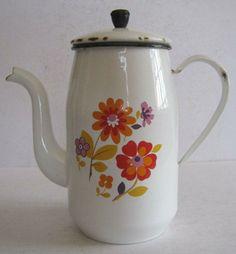 French enamel cafe pot Chocolate Pots, Chocolate Coffee, Shabby, Enamel Ware, French Cafe, Vintage Enamelware, Vintage Coffee, Teacups, Coffee Time