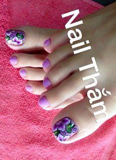 Pretty Toe Nails, Cute Toe Nails, Toe Nail Art, Flower Pedicure, Pedicure Nails, Pedicure Designs, Toe Nail Designs, Karma Nails, Hair And Nails