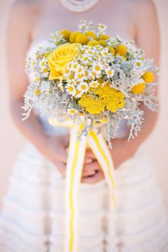I think that grey and yellow are one of the classical schemes for wedding decor – colorful and elegant. Such a color scheme is ideal for a spring wedding when you are tired of winter and want colors so much, or for a bright summer wedding . Spring Wedding Colors, White Wedding Bouquets, White Wedding Flowers, Bridal Bouquets, White Flowers, Flower Bouquets, Yellow Grey Weddings, Gray Weddings, Summer Weddings