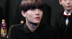 Doyoung: *Bufa* De acuerdo, pero si no me lo devuelves robaré de los tuyos