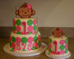 Perfect idea for my baby girls first birthday. HEr cake and her SMASH cake!