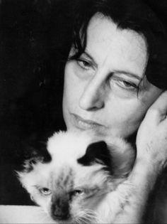 Anna Magnani e il suo gatto...quanto amore in questa foto!