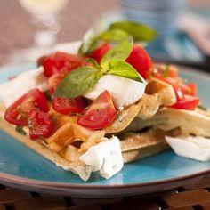 Egy finom Rokfortos-bazsalikomos gofri paradicsomszalszával ebédre vagy vacsorára? Rokfortos-bazsalikomos gofri paradicsomszalszával Receptek a Mindmegette.hu Recept gyűjteményében! Tacos, Mexican, Ethnic Recipes, Food, Waffles, Essen, Meals, Yemek, Mexicans
