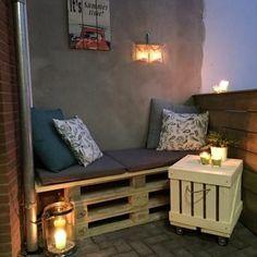 Bekijk de foto van sannegoumans met als titel Een bankje van pallets en steigerhout op mijn terrasje (balkon)! Klein maar fijn, en super knus! en andere inspirerende plaatjes op Welke.nl.