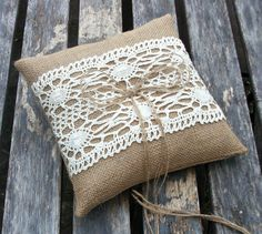 Wedding  Bearer Pillow/Cushion in Burlap/Hessian in Natural with Cream Cotton Lace - ready to ship   23,66 Euro