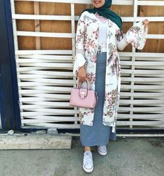 Stylish Hijab, Casual Hijab Outfit, Hijab Chic, Islamic Fashion, Muslim Fashion, Modest Fashion, Fashion Dresses, Chic Outfits, Pretty Outfits