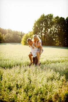 This would be a cute engagement picture :)