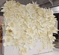 www.buildaballoon.com  large paper flowers - with glitter in the centers?