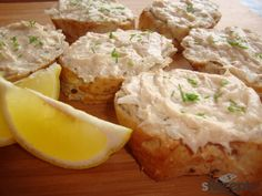Tuňáka rozmrvíme vidličkou, smícháme se sýrem, máslem, hořčicí, nakrájenou cibulkou a dochutíme solí a pepřem a několika kapkami citronové šťávy. M... Camembert Cheese, Potato Salad, Dairy, Potatoes, Ethnic Recipes, Food, Lemon, Cooking, Meal