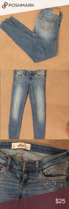 Hollister Embellished Super Skinny Jean Super cute embellished pockets on front. Super skinny, flattering fit. Worn a handful of times but still in great condition. Hollister Jeans Skinny