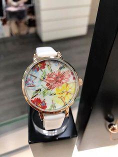 Met dit kleurrijke horloge zal je vast en zeker vrolijk opstaan. Wat een beauty! 😍 Ontdek meer horloges & sieraden op www.aperfectgift.nl . . .  #sieraden #jewelry #armcandy #girls #girly #inspo #armbanden #armband #armbandjes #ring #oorbellen #oorbel #oorring #fashionista #fashion #mode #modieus #design #musthave #loisir #womensfashion #cute #sieradenwinkel #boho #trendy #armcandy #armparty #musthave #musthaves Watches, Leather, Accessories, Fashion, Hobbies, Moda, Wristwatches, Fashion Styles, Clocks