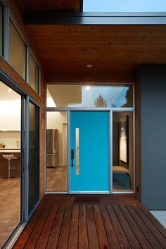 San Carlos Midcentury Modern Remodel by Klopf Architecture. Browse inspirational photos of modern homes. From midcentury modern to prefab housing and renovations, these stylish spaces suit every taste. Midcentury Modern Front Door, Mid Century Modern Door, Mid Century House, Casa Eichler, Maison Eichler, Modern Entrance, Modern Exterior Doors, Front Door Design, Maker