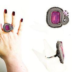 Un altro anello dalla linea essenziale con cristallo centrale rettangolare viola questo ha fascetta regolabile sottile.  Subito disponibile per info contattami! . . . #archidee #becreative #bepositive #soutache #soutachejewelry #soutachemania #soutaches #handmade #handmadejewelry #supporthandmade #madeinitaly #rings #anelli #fashionjewelry #instajewelry #jewelgram #fashiongram #fashionista #jewelryblogger #ootd #outfit #instastyle #fashiondiaries #bohochic #jewelryporn #onsale…