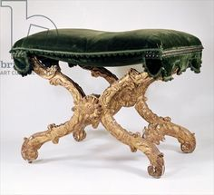 French Regency (1700-1720) X-frame stool, of giltwood with upholstered seat, leaves and flame motif, sunflower at intersection