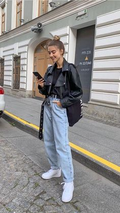 Tall Fashion Tips .Tall Fashion Tips Look Fashion, Daily Fashion, Everyday Fashion, Korean Fashion, Winter Fashion, Fashion Outfits, Street Hijab Fashion, Jeans Fashion, Classy Fashion